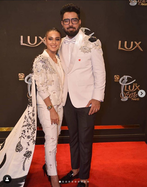 iqra aziz and yasir hussain for lux awards 2019
