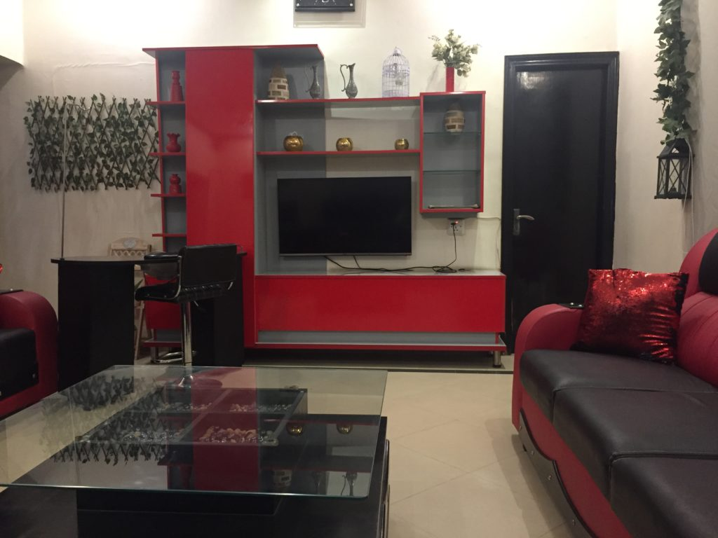 waiting area of Hadiqa kiani Salon Faisalabad